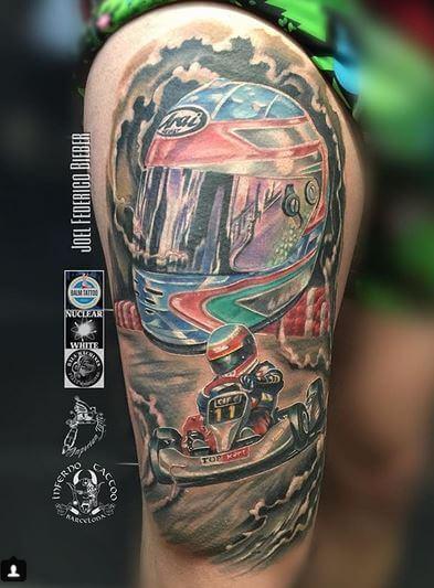 Realismo color, Joel Federico Bieber. Tatuaje grande en pierna de race gp.
