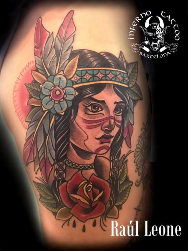 Neotradi, Raúl Leone. Tatuaje grande en pierna de india.
