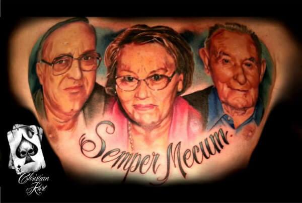 Realismo color, Christian Kurt Bieber. Tatuaje mediano o grande en pecho de retratos de familia.