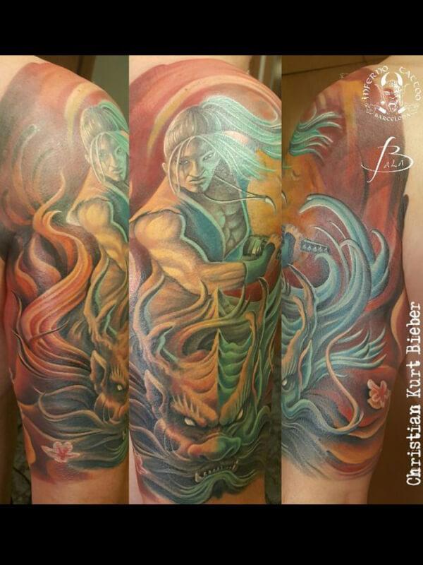 Oriental Japonés, Christian Kurt Bieber. Tatuaje grande en brazo de guerrero y dragón.