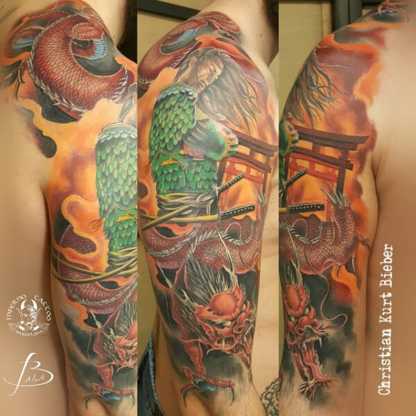 Realismo color, oriental Japonés, Christian Kurt Bieber. Tatuaje grande en brazo de samurai y dragón.