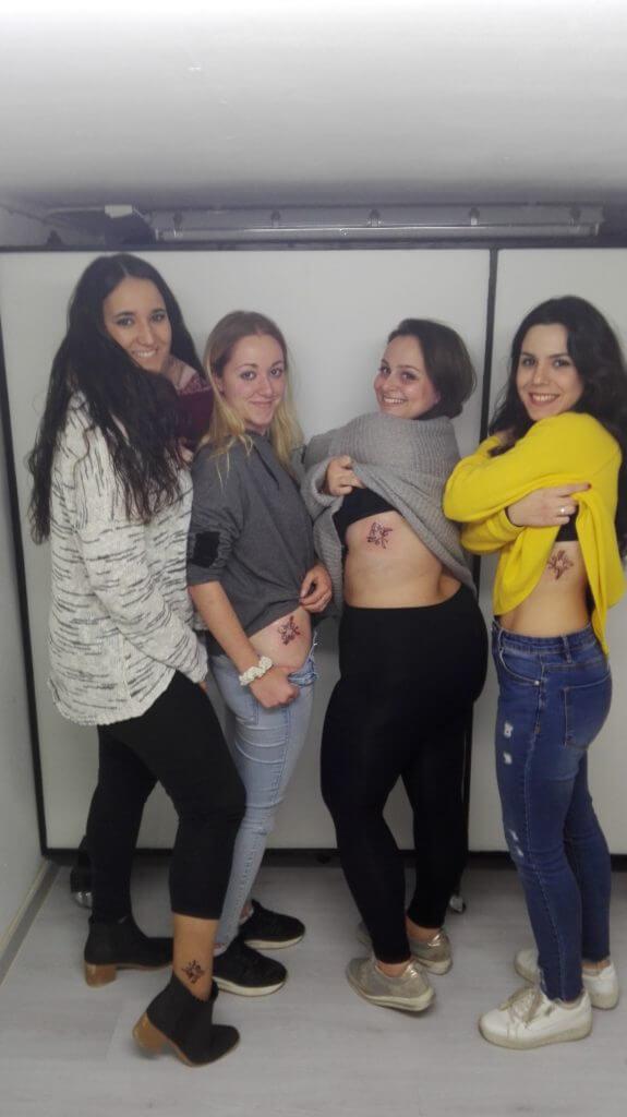 Opiniones sobre tatuajes. Cuatro amigas se tatúan