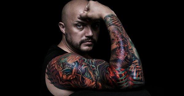 Tatuaje en todo el brazo, estilo oriental a color