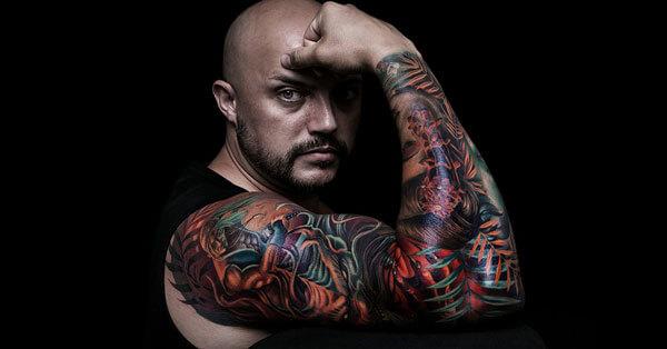 Tatuaje de brazo completo hecho en Inferno Tattoo Barcelona. Foto de Jordi Torras Vasco.
