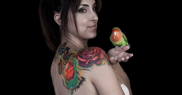 Tatuaje de rosa para mujer realizado por Inferno Tattoo Barcelona.