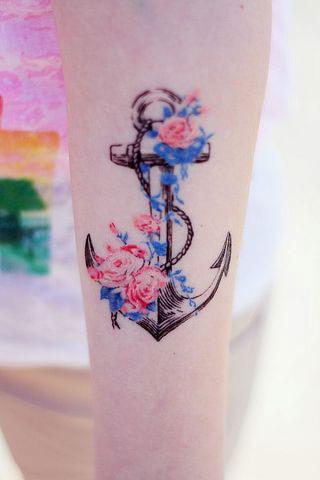 Tatuaje de rosas en pierna