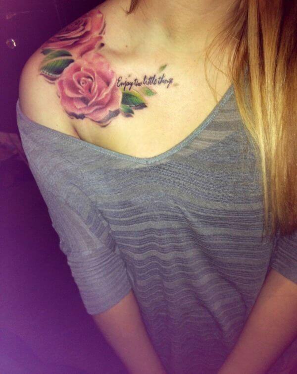 Tatuaje de rosas en le hombro