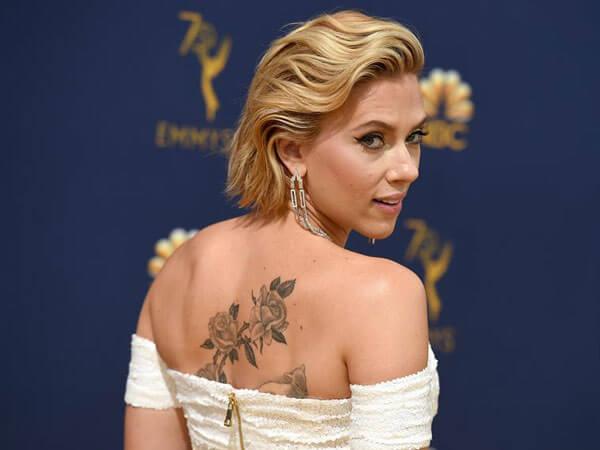 Tatuaje de rosas de famosas, Scarlet Johansson