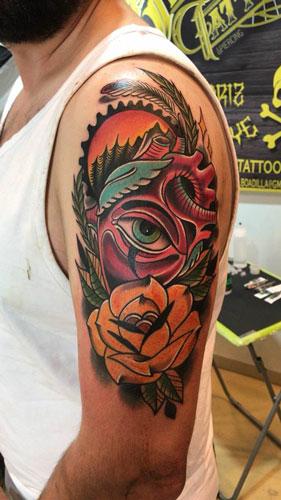 inferno-tattoo-barcelona-neotradicional-raul-leone-grande-brazo-ojo