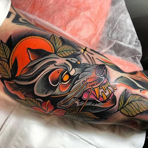 inferno-tattoo-barcelona-neotradicional-raul-leone-mediano-brazo-lobo