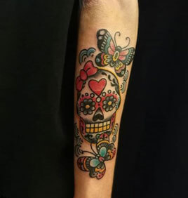 inferno-tattoo-barcelona-old-school-fernando-morano-mediano-calavera-color-mariposa