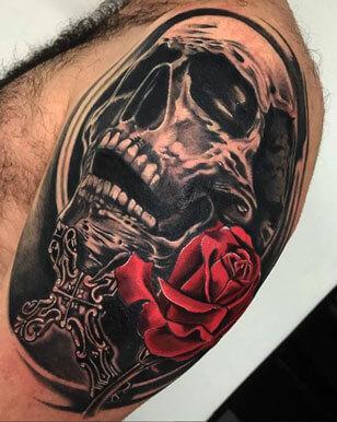inferno-tattoo-barcelona-realismo-negro-y-gris-raul-leone-grande-brazo-calavera.jpg