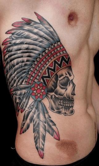 Tatuajes en las costillas.