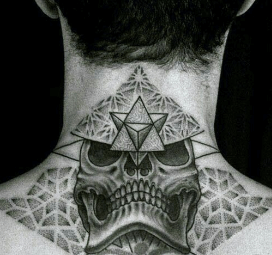 Tatuajes de calavera en cuello. Geométrico Pinterest