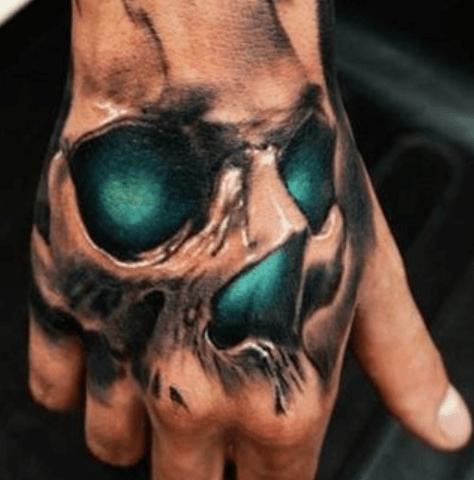 Tatuajes de calaveras en la mano