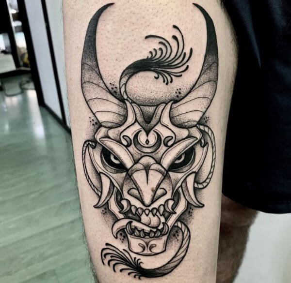 demonio-pierna-muslo-dot-work-blackwork-alex-baens-mediano