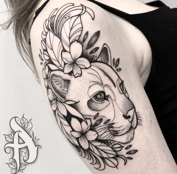 leona-brazo-hombro-antebrazo-dot-work-blackwork-alex-baens-mediano
