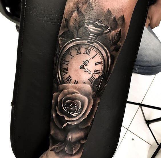Tatuajes-de-reloj-con-rosa
