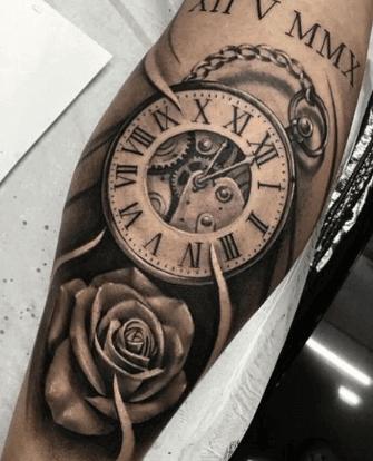 mecanismo-tatuaje-reloj-rosa-fecha-cadena-realismo