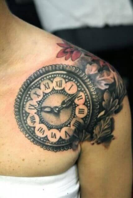 Tatuaje con reloj