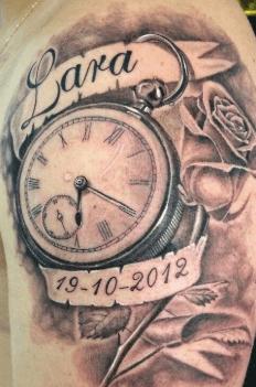 tattoo-reloj-rosa-nacimiento-lara