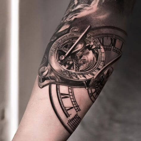 tatuaje-de-reloj-mecanismo-realismo-negro-gris1