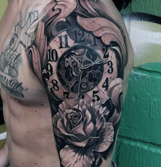 tatuaje-engranaje-reloj-rosa-hombro-brazo