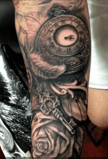 tatuaje-llave-pluma-reloj-antiguo
