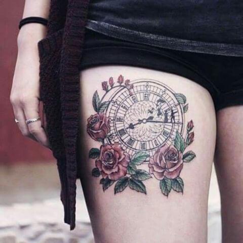 tatuaje-reloj-flores-muslo