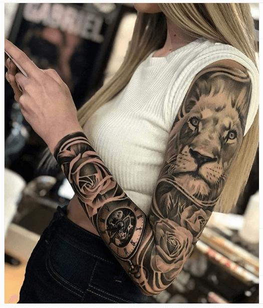 tatuaje-reloj-leon-rosas-realismo-negro-gris