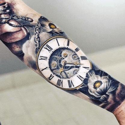 tatuaje-reloj-redondo-realismo-brazo-completo