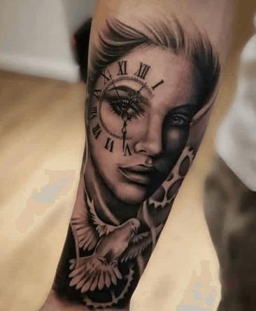 tatuaje-retrato-mujer-reloj-paloma