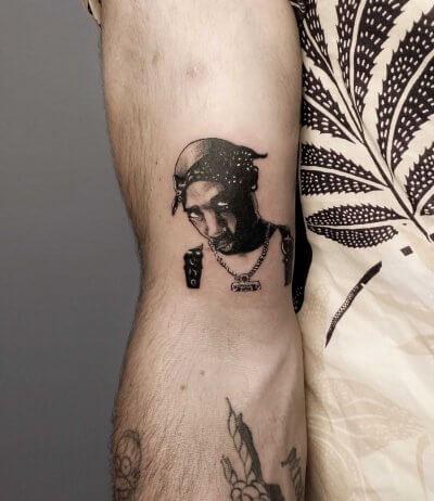 retrato-mini-micro-realismo-alba-blacktattoo-pequeño-espalda-brazo-raperosnoop-dog