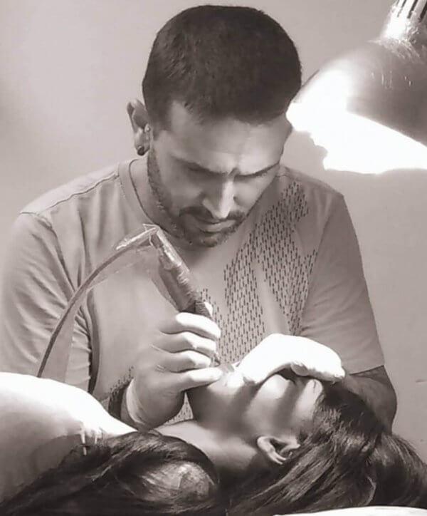 Diego Villar, aplicador de micropigmentación hace 5 años en Inferno Tattoo Barcelona