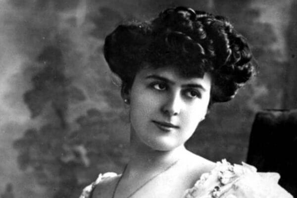 Historia de la moda de las cejas, mujeres victorianas. Fuente Nueva Mujer