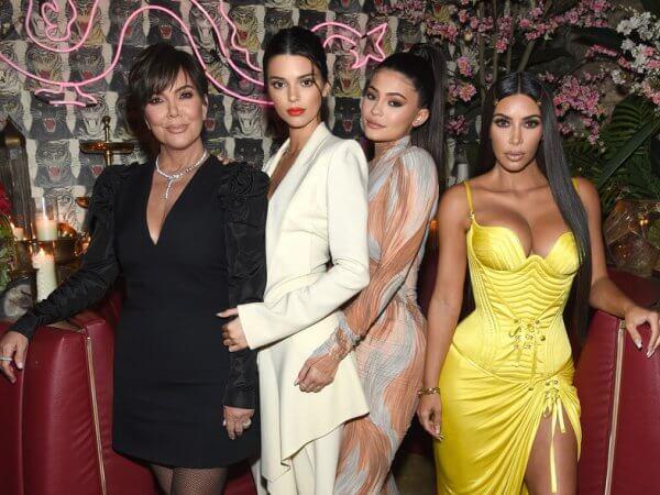 Las Kardashians llegan micropigmentación en las cejas. Derechos de imagen Vanity Fair