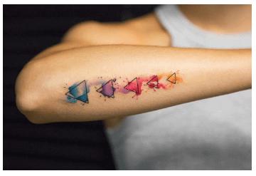 Tatuajes pequeños para mujeres, geometrico / acuarela